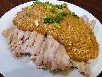 蒸し鶏の特製ゴマダレ味バンバンジー