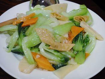 季節の野菜ニンニク塩炒め(600円)
